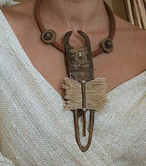 unique necklace: Pendant Horn, raw silk and ancient Chinese coin