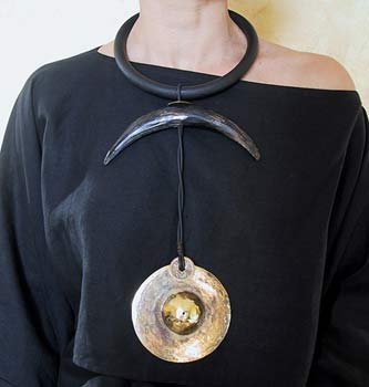 ethnic necklace with horn and bronze