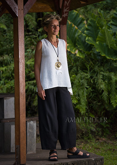 Black wide legs linen trousers with white linen gauze top