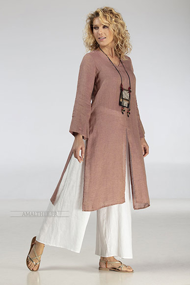 Side-slit rosewood linen gauze Tunic AOZAÏ  match with our white linen wide legged ( flared) Baba pants.