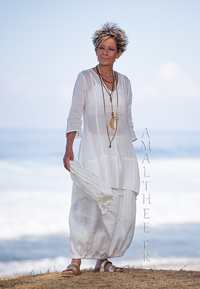 Thin linen Organdi Shirt Emilie with our natural white linen skirt Zoé
