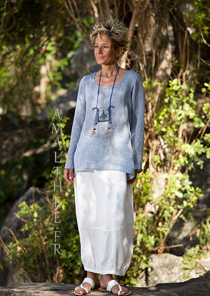 "Blue linen gauze top Anaïs, it comes with our natural white linen Zoé skirt : a comfortable ""tulip"" shape"