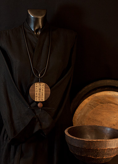Japanese style for this pendant necklace made of Macassar ebony