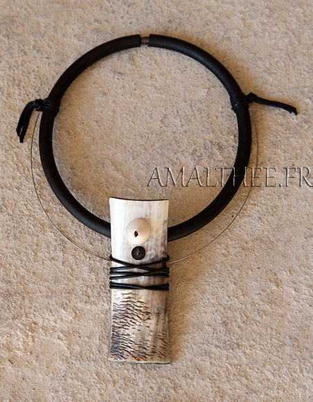 Contemporay natural horn jewel with rubber