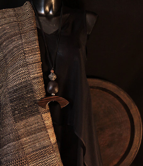 Pendant necklace made of Macassar ebony and clay bead from Mali