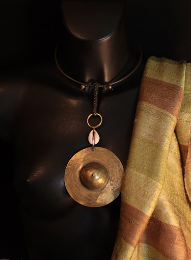 oriental jewelry:necklace with hammered iron and  bronze pendant