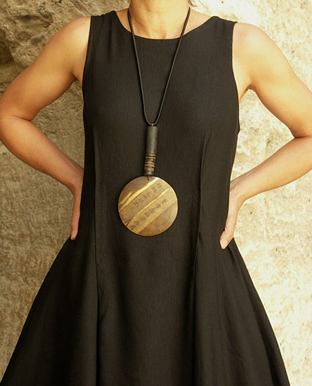 Long black dress made of mixte linen