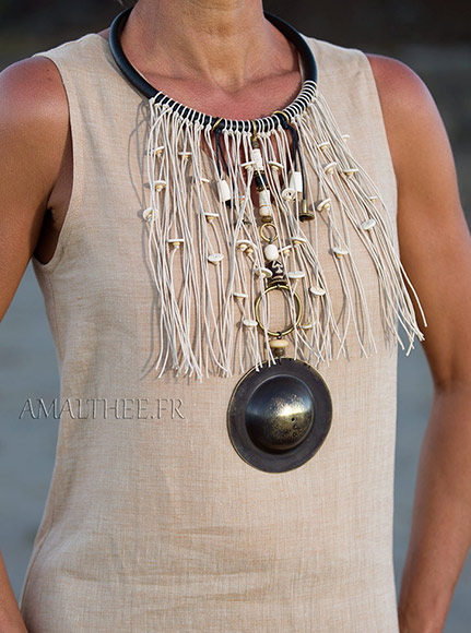 Statement jewelry : tribal inspiration for this stunning ethnic fringe bib necklace