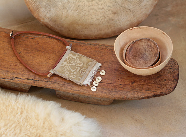 Textile and leather necklace: central square in old linen