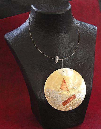 MOTHER PEARL DISC NECKLACE