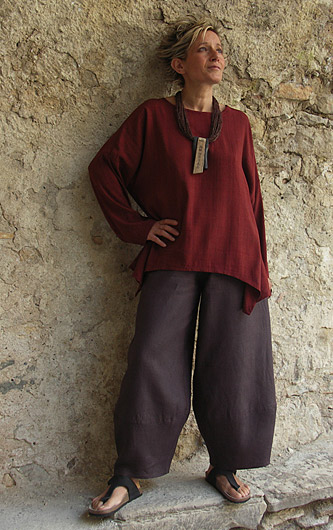 Top unstructured  for women made of raw silk dark red color.