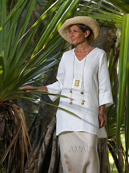 White summer linen tunic with sleeves