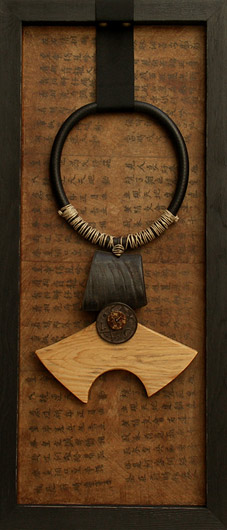 Ethnic necklace framed made of horn and wood