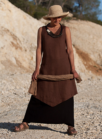 Chocolate brown linen tunic and black linen sarouel-skirt