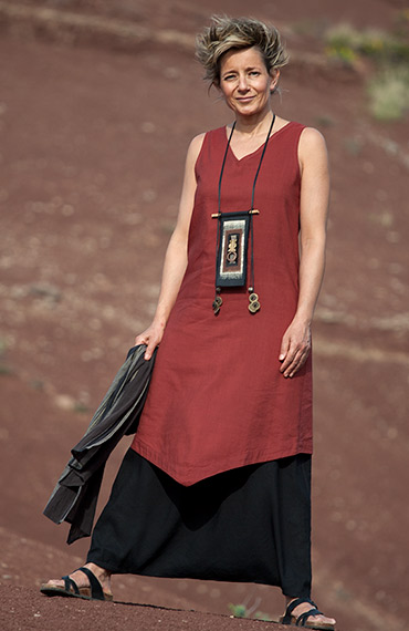 Silk and linen women clothin: Red  tunic and black sarouel skirt