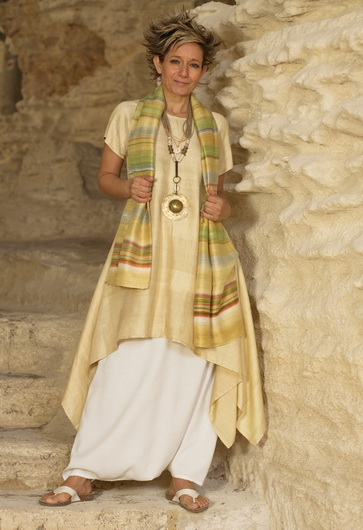 Golden Shantung tunic and sarouel-skirt, beaded jewelry