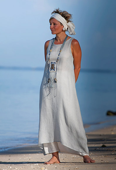 Blue linen gauze tunic with an off white harem-pant