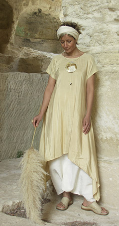 Tunic made of shantoung silk 'straw' color.