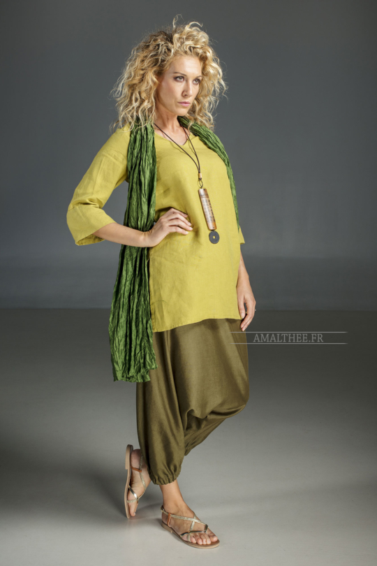 Linden green flax linen INDIE Tunic worn over a green  mixed linen sarouel skirt.and a green silk scarve. Looks printemps été
